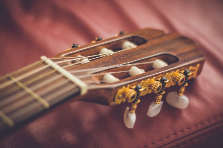How to Tie Guitar Strings — for Steel and Nylon String Guitars